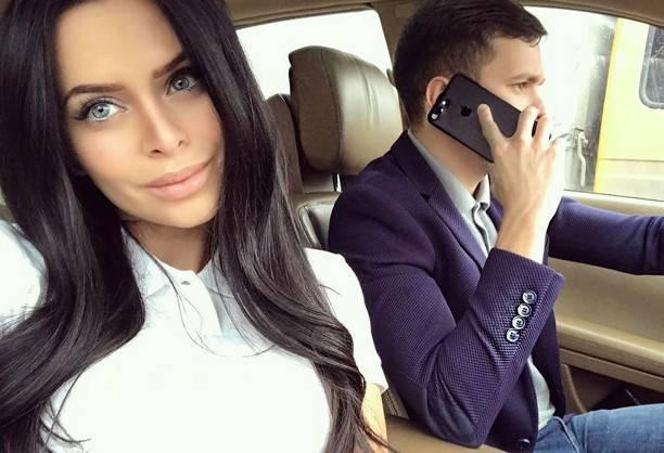 Виктория Романец показала голую попку Антона Гусева