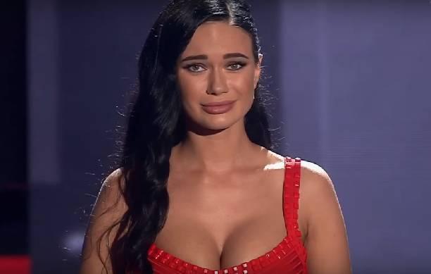 Александр Градский «запал» на сексуальную конкурсантку Яну Кошкину