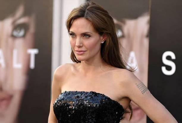 Анджелина Джоли возмущена тем, что кто-то слил информацию из зала суда