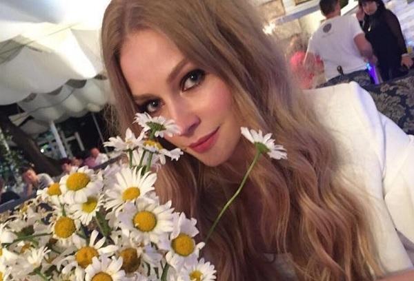 Светлана Ходченкова показала утренний снимок без косметики