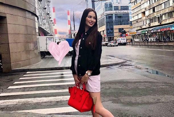 Беременная Анастасия Костенко восхитила снимком мамы в купальнике
