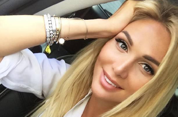 Виктория Лоперева проводит время в компании футболиста
