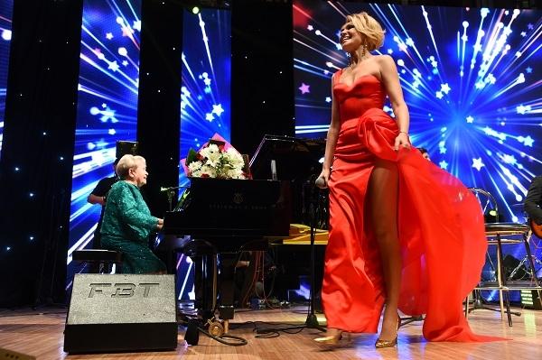 Анжелика Агурбаш показала свои длинные ножки в платьях с ...