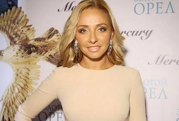 Татьяна Навка опубликовала ночное селфи с Дмитрием Песковым
