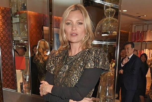 Кейт Мосс в выбранном наряде выглядела заметно старше своих лет