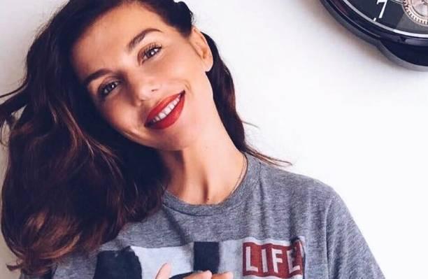 Эстрадная певица Анна Седокова поведала осложных третьих родах