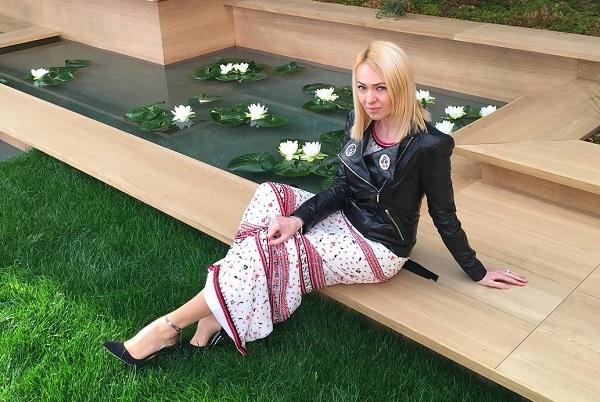Бренд Chanel завалил подарками Яну Рудковскую