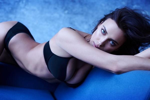 Ирина Шейк представила новую фотосессию в нижнем белье
