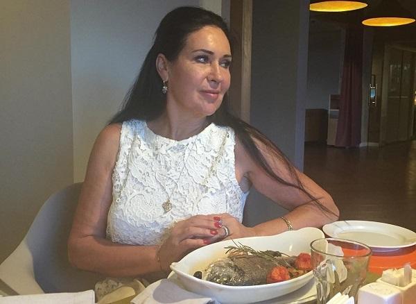 Татьяна Африкантова на прощание задрала юбку перед участником проекта Дом-2 (видео)