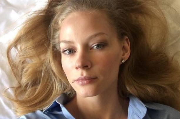 Роскошная Светлана Ходченкова взолотом платье блистала накрасной дорожке Каннского кинофестиваля