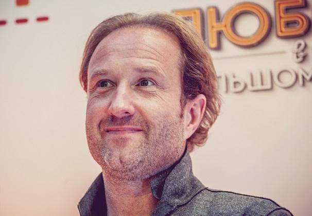 Режиссер Марюс Вайсберг вышел в свет со своей новой возлюбленной, звездой Дом-2