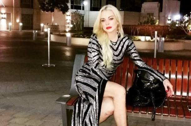 Похудевшая Линдси Лохан вышла в свет в прозрачной блузке