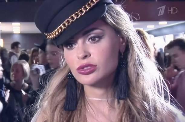 """Анна Калашникова решила """"перекроить"""" свое лицо"""