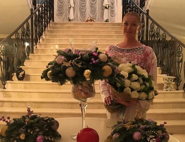 Анастасия Волочкова поздравила маму с юбилеем и показала редкие семейные снимки