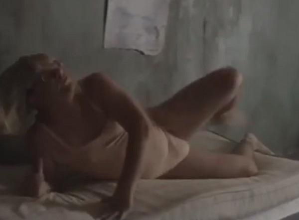 Видео дня: Гарик Харламов в купальнике и парике изображает Sia