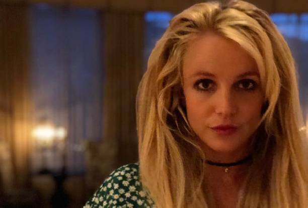 Бритни Спирс обманывает фанатов, используя фотошоп