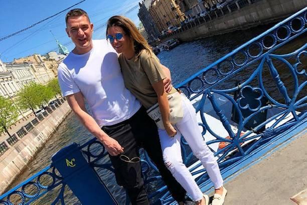 Ксению Бородину в аэропорту встретил друг, а не супруг Курбан Омаров