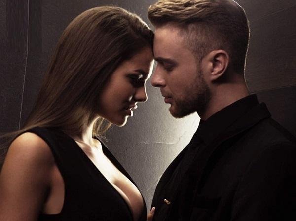 В честь выхода песни Егора Крида Мне нравится секс-модель Вики Одинцова раздвинула перед ним ножки