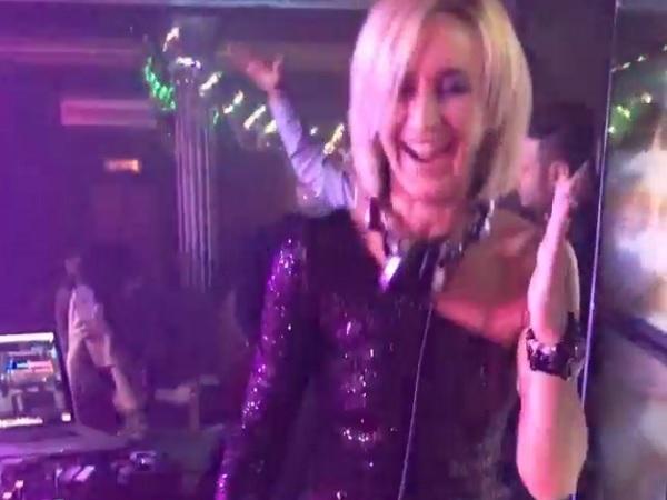 Ольга Бузова зажгла в клубе в коротком платье