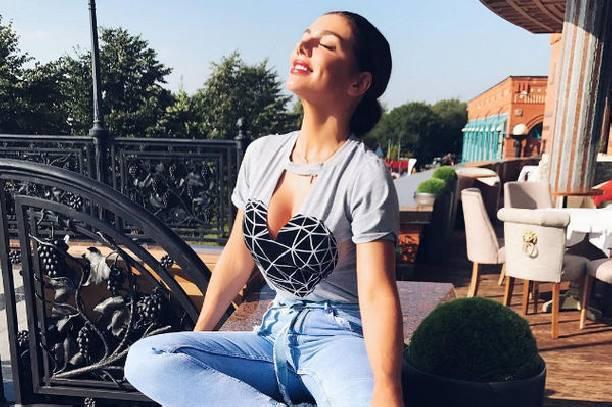 Анну Седокову раскритиковали за целлюлит на ягодицах