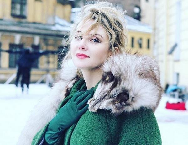 Рената Литвинова выложила в блог снимок топлесс
