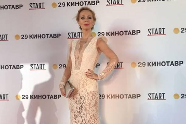 Елена Захарова продемонстрировала стройную фигуру в купальнике