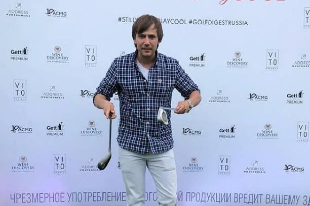 Иван Жидков похвастался ключами от новой квартиры