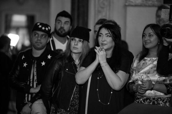 Певица Лолита приехала на презентацию собственного клипа с дыркой в носу