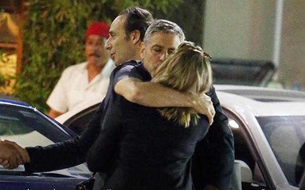 Папарацци подловили Джорджа Клуни целующегося с блондинкой