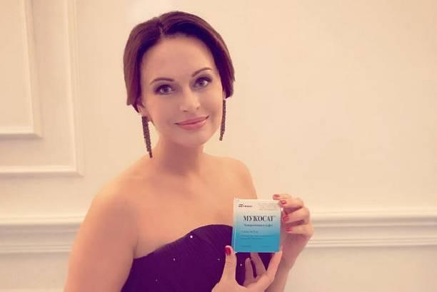 Ирина Безрукова повеселилась на свадьбе крестницы