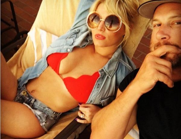 Джессика Симпсон выложила в блог странный снимок с мужем