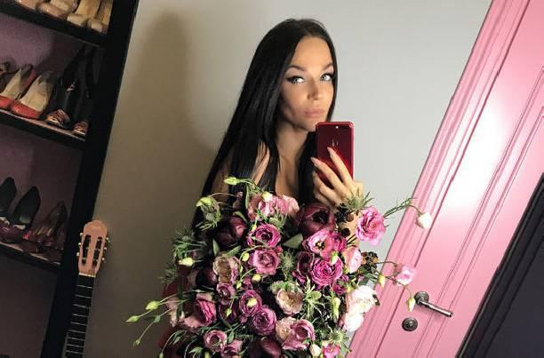 Алена Водонаева считает школьные годы самыми ужасными