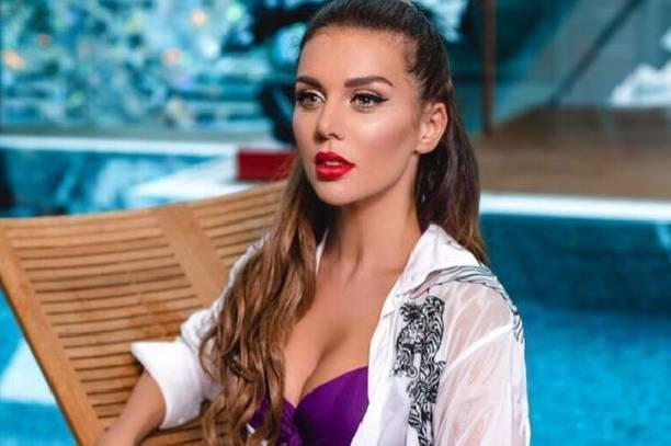 Анна Седокова продемонстрировала роскошную грудь на откровенном снимке
