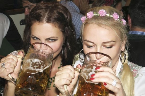 Елена Галицына отведала пива и острых ощущений на Октоберфест 2016