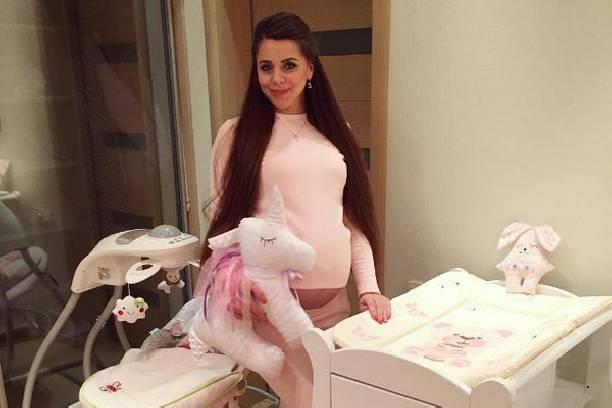 Беременная Ольга Рапунцель наконец-то смогла найти общий язык с сестрой