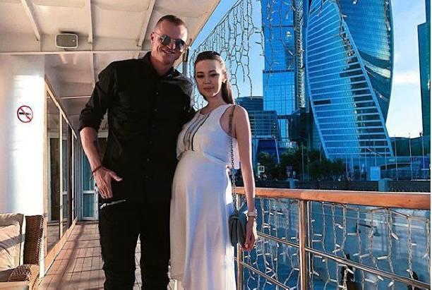 Анастасия Костенко с новорожденной дочкой выписалась из роддома
