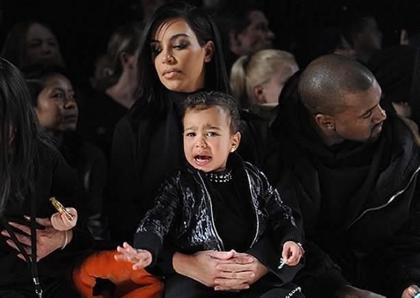 Забрав детей, Ким Кардашьян сбежала к маме от мужа - психопата