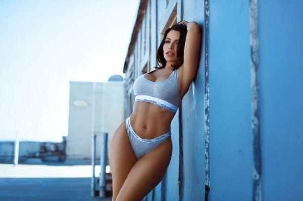 Вида Гуерра поразила своим телом в фотосессии для Calvin Klein