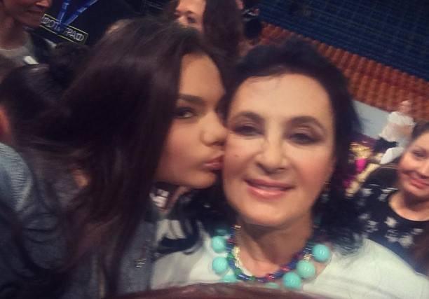 В блоге двойника Алины Кабаевой стало больше фото в бикини