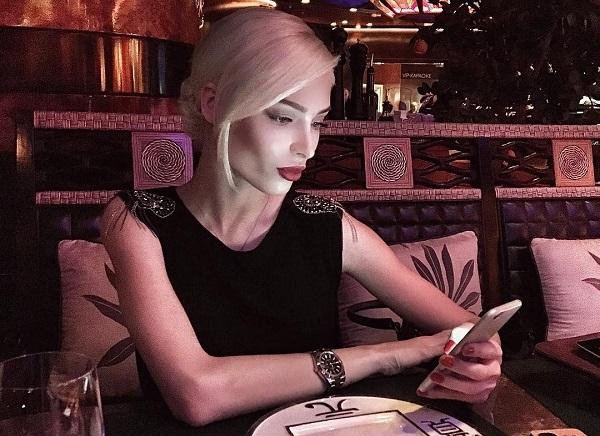Алена Шишкова сняла нарощенные ресницы и выложила фото без единого намека на макияж