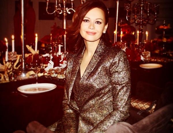 Ирина Безрукова призналась, что питается цветами и надела просторное платье