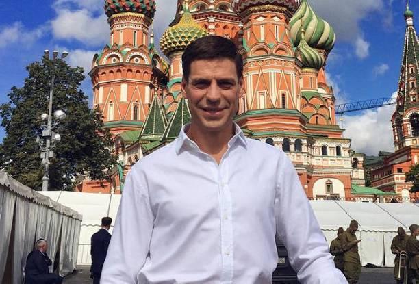 Дмитрий Дюжев возмущен поведением людей в аэропорту, которые не пропустили его без очереди