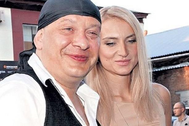 Вдова Дмитрия Марьянова не собирается обсуждать его алкоголизм