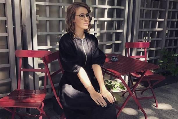 Ксения Собчак с трудом скрывает заметно округлившийся живот
