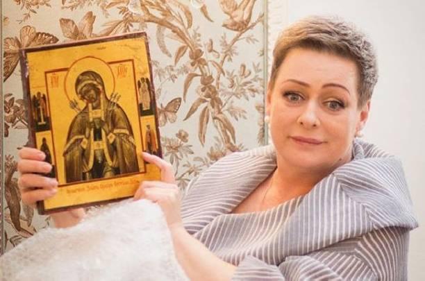 Мария Аронова попыталась оправдаться перед зрителями за задержку спектакля
