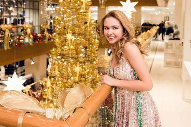 Фанаты раскритиковали Стешу Маликову за платье стоимостью миллион рублей
