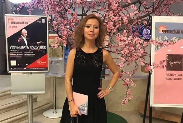 Елена Захарова продемонстрировала шикарную фигуру