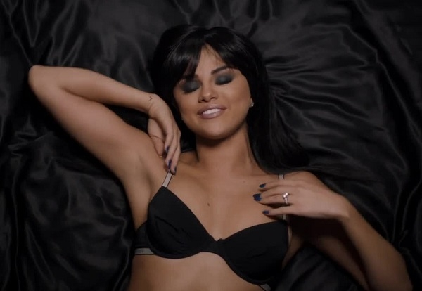 """Селена Гомес сняла эротическое видео на песню """"Hands to Myself"""""""