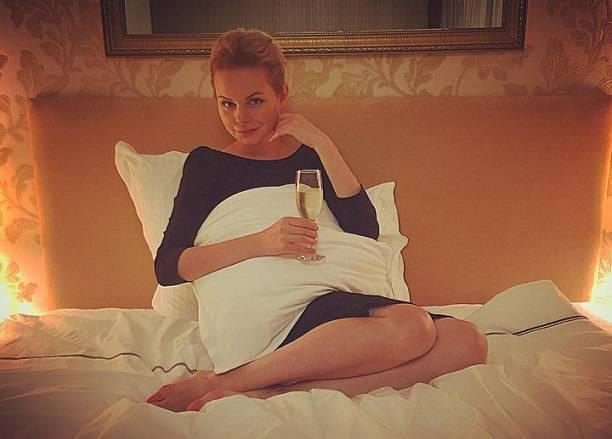 В сети опубликована эротическая фотосессия Алисы Вокс для журнала Maxim