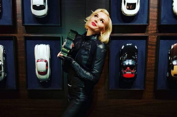 Полина Гагарина решилась на обнаженную фотосессию ради новой песни
